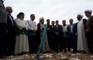 احمد کوهستانی رابط نمایندگی آستان قدس رضوی شهرستان آمل در مراسم کلنگ زنی منزل سیل زدگان شهرستان سیمرغ